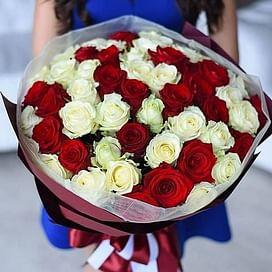 """Букет цветов """"Красно-Белый"""" 51 роза"""