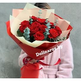 Букет «Красные с зеленью» 15 роз