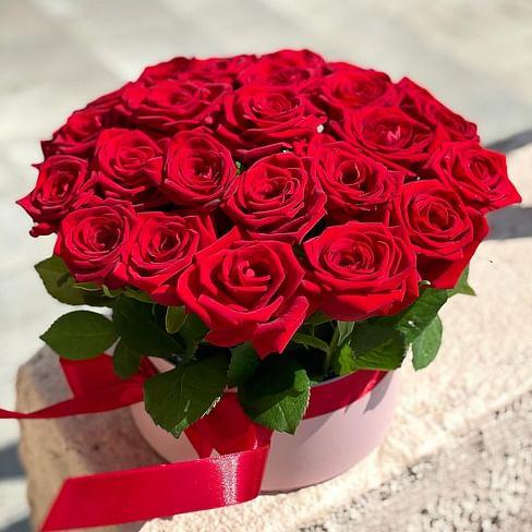 Цветы в коробке красные 31 роза
