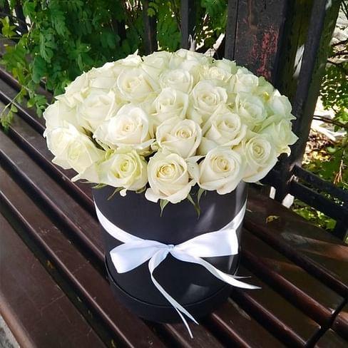 Коробка с белыми розами (35 роз)