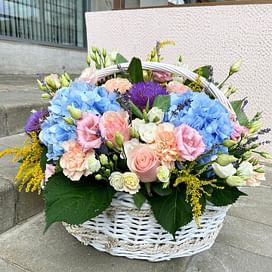 """Корзина с цветами """"Голубая гортензия"""""""