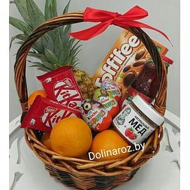 Корзина с фруктами и сладостями №8