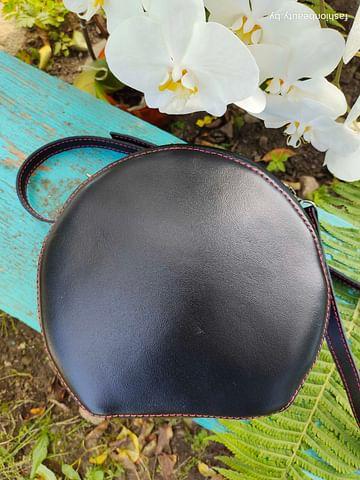 Женская сумка круглой формы из натуральной кожи модель 474 (черный)