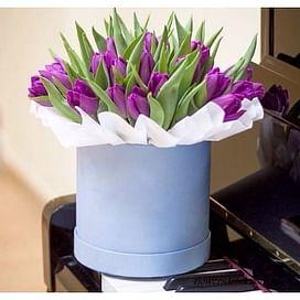 """Тюльпаны в шляпной коробке """"Моника"""""""