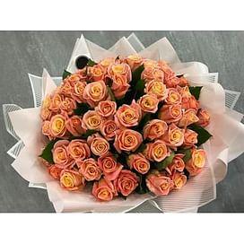 Букет двухцветных роз Мисс Пигги 35 роз