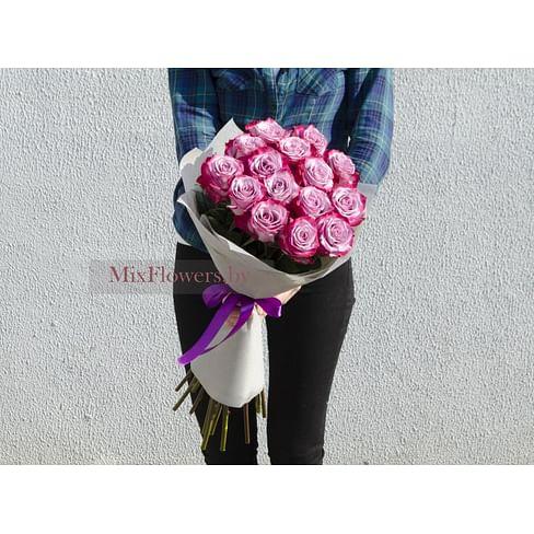 Букет из 15 роз Deep Purple в упаковке 15 роз