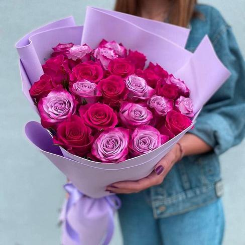 """Букет из 25 роз """"Дип и Готча"""" в упаковке 25 роз"""