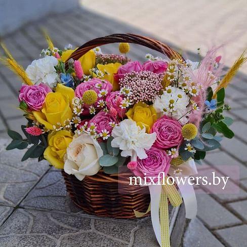 """Цветы в корзине """"Бесконечное счатье"""""""