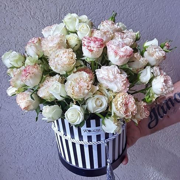 Шляпная коробка - 11 кустовых роз