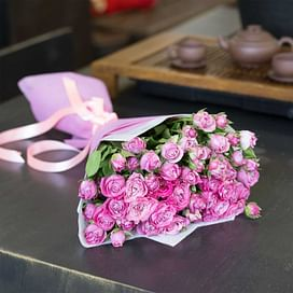 Букет из 15 кустовых роз Леди Бомбастик 60 см