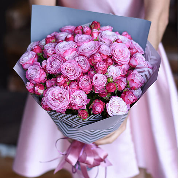 Букет из 11 кустовых роз Леди Бомбастик 60 см