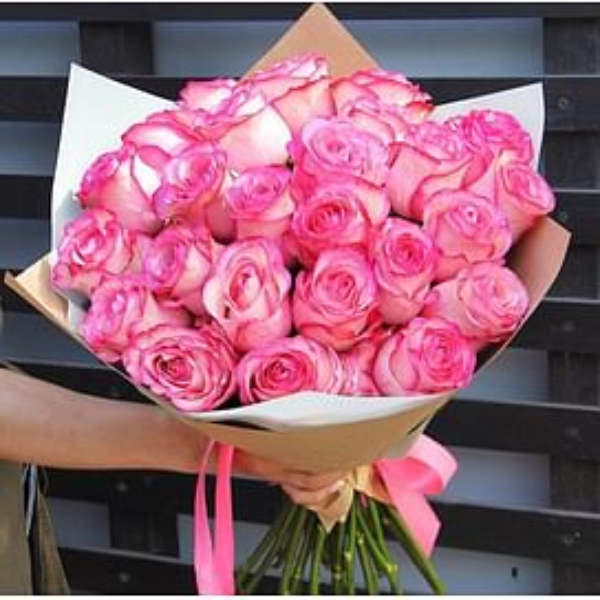 Букет из 25 роз Карусель 70 см с оформлением