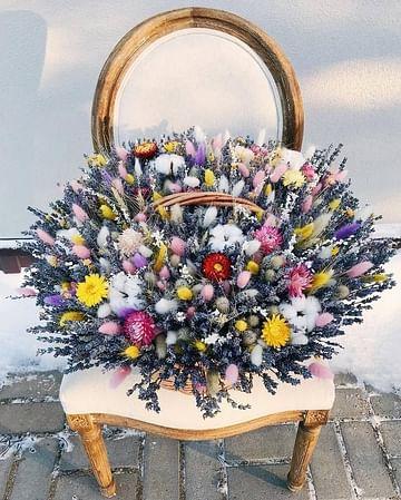 Корзина Лето, с сухоцветами и стабилизированными цветами