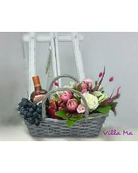 Цветочная подарочная корзина
